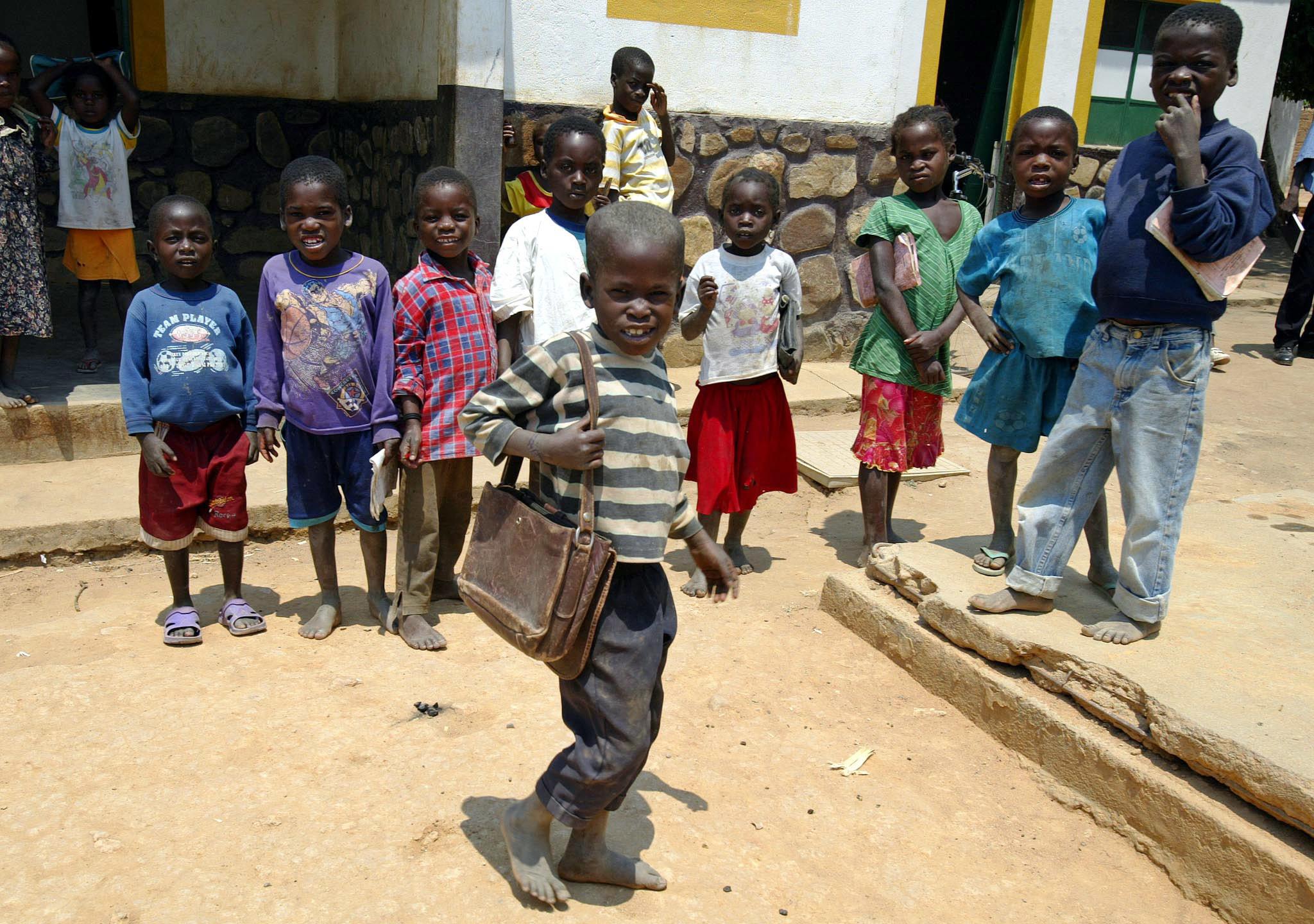 ONG Save The Children preocupada com falta de aulas em África