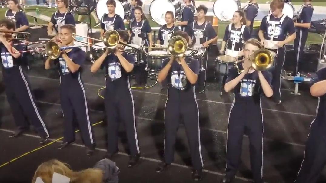 Esta secção de trombones tem uma coreografia alucinante