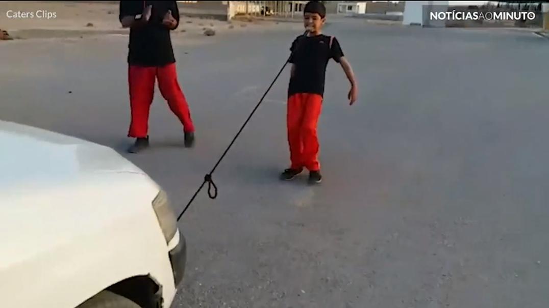 O menino mais forte do Paquistão tem apenas 8 anos