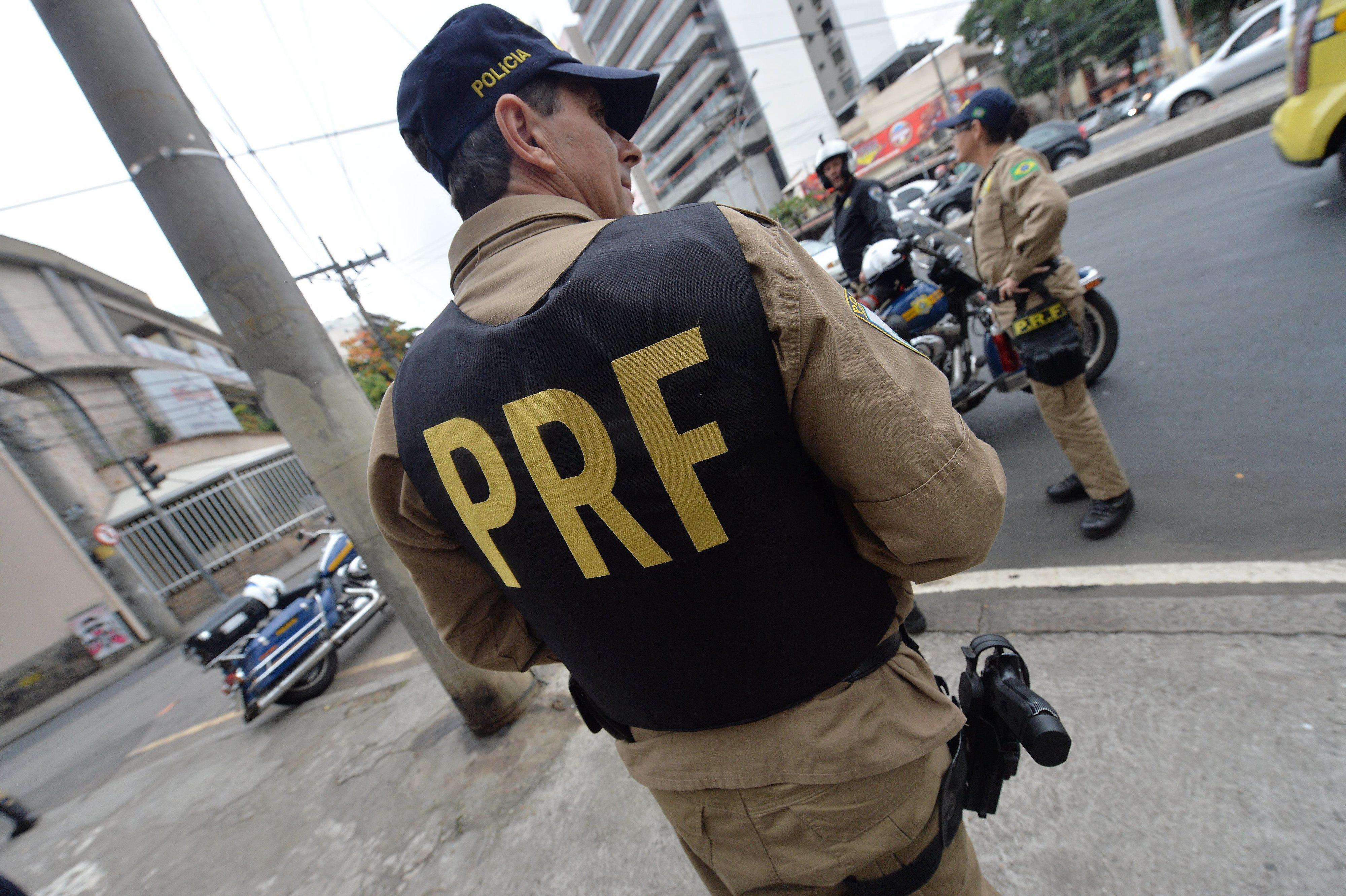 Polícia realiza operação contra corrupção no maior porto do Brasil
