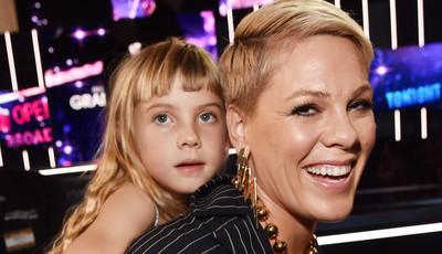 Pink partilha conselhos para educar crianças fortes