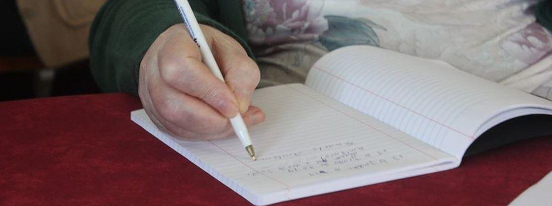 Alfabetização com o coração: conheça o projeto de educação de adultos Letras Prá Vida
