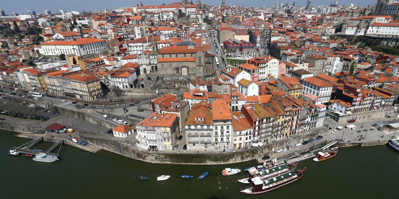 Reposta circulação em rua do centro do Porto após reparação de fuga de gás