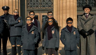 """Sai da frente, Marvel. """"The Umbrella Academy"""" chegou para enfrentar o apocalipse e assumir o trono na Netflix"""