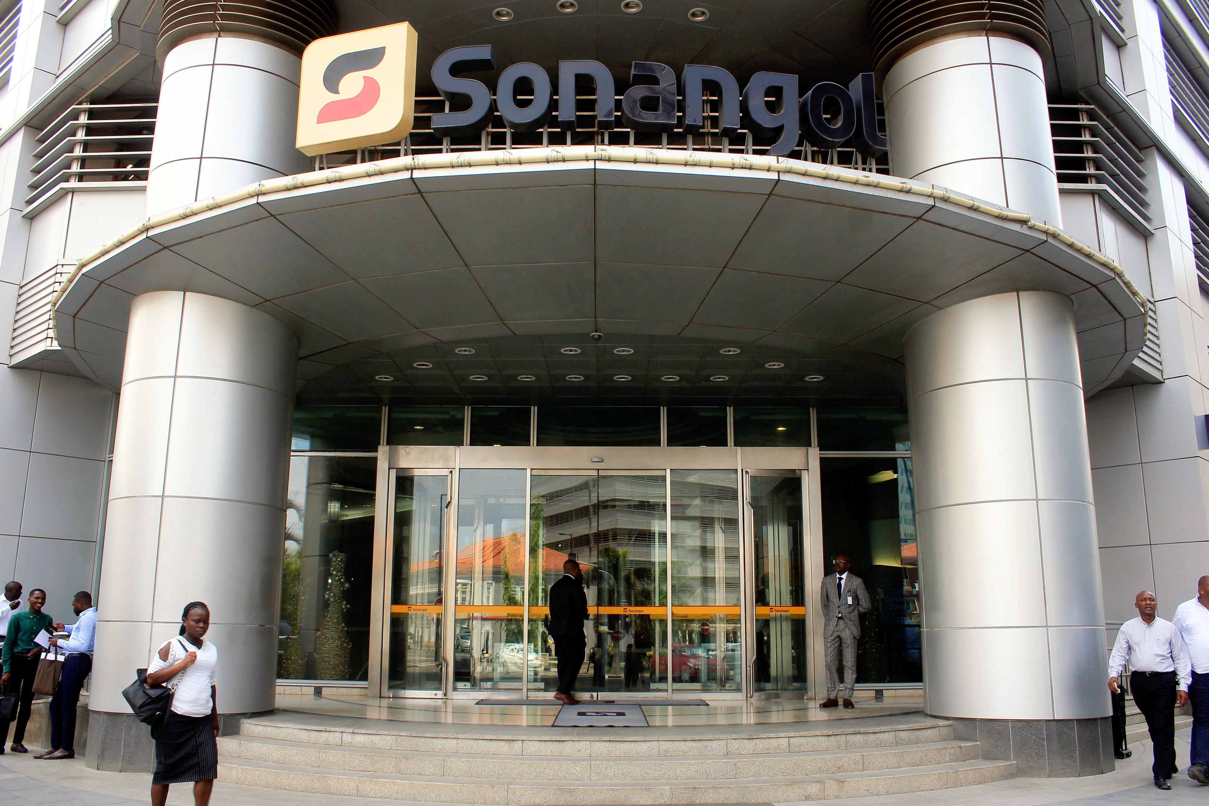 """Em menos de 24 horas, 57 milhões de dólares """"voaram"""" da conta da Sonangol no Eurobic em Lisboa"""