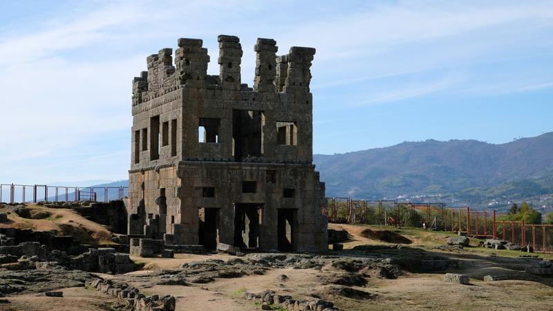 A bela e enigmática Centum Cellas. A torre envolta em lendas é única na Península Ibérica