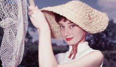 """A vida de Audrey Hepburn dava uma série? Produtora de """"The Young Pope"""" e """"A Amiga Genial"""" aposta que sim"""