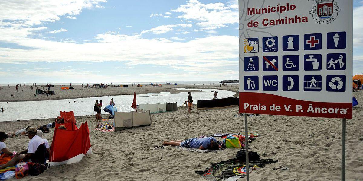 Bandeira Azul volta a ser hasteada na praia de Vila Praia de Âncora, Caminha