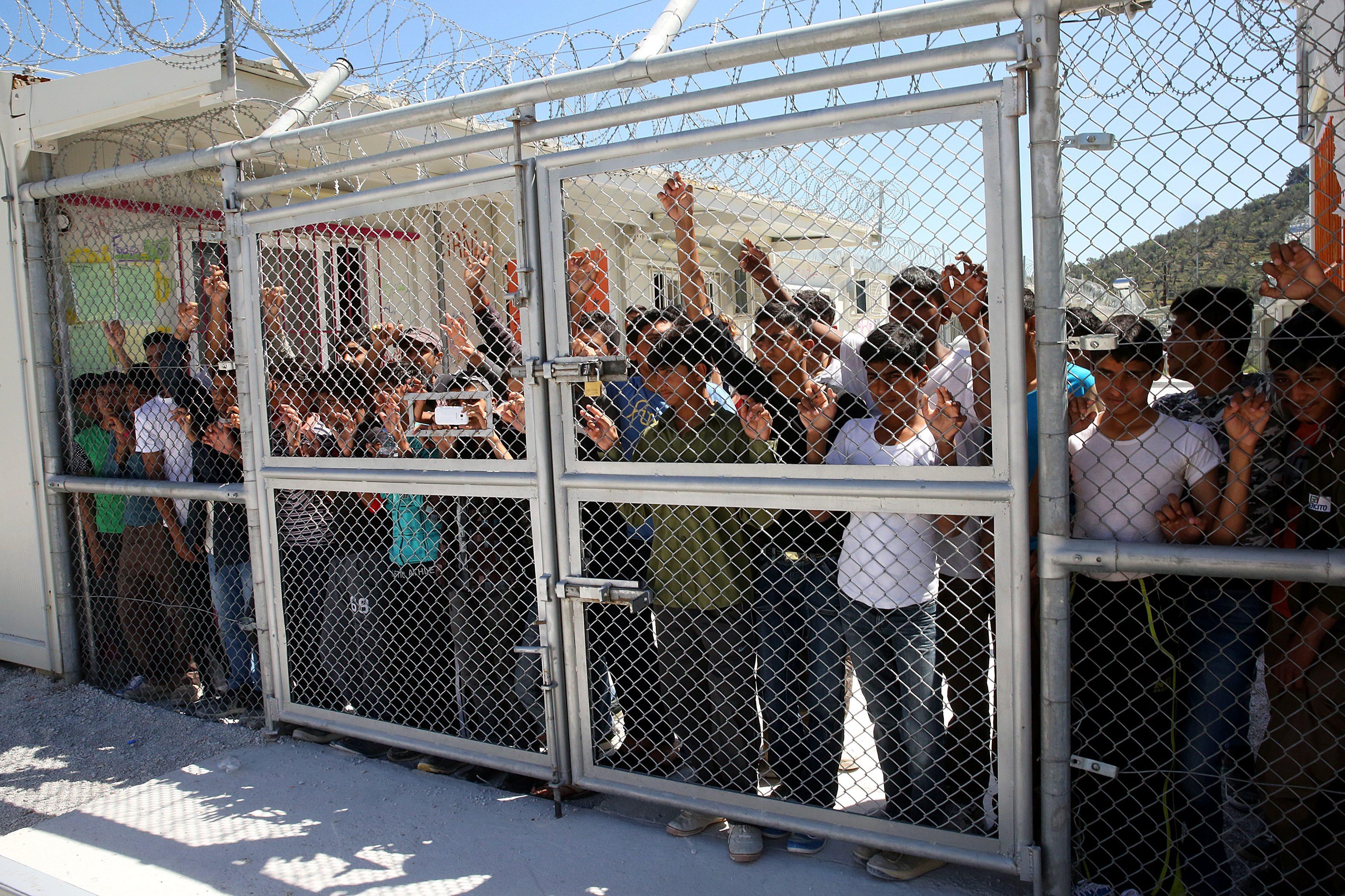 Grécia. Os campos de refugiados no Mar Egeu vão ser encerrados e dar lugar a estruturas com o triplo da capacidade