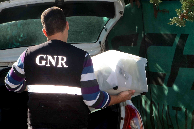 GNR de Coimbra apreende roupa contrafeita em operação com 25 arguidos