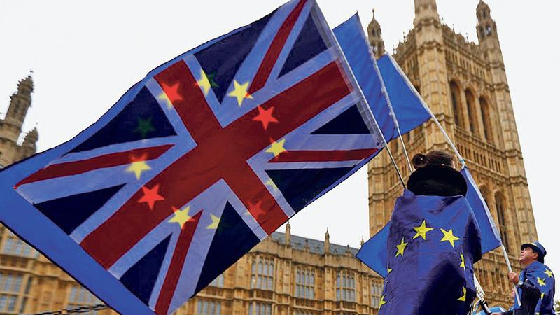 Reino Unido: Taxa de desemprego recua para mínimos desde 1975