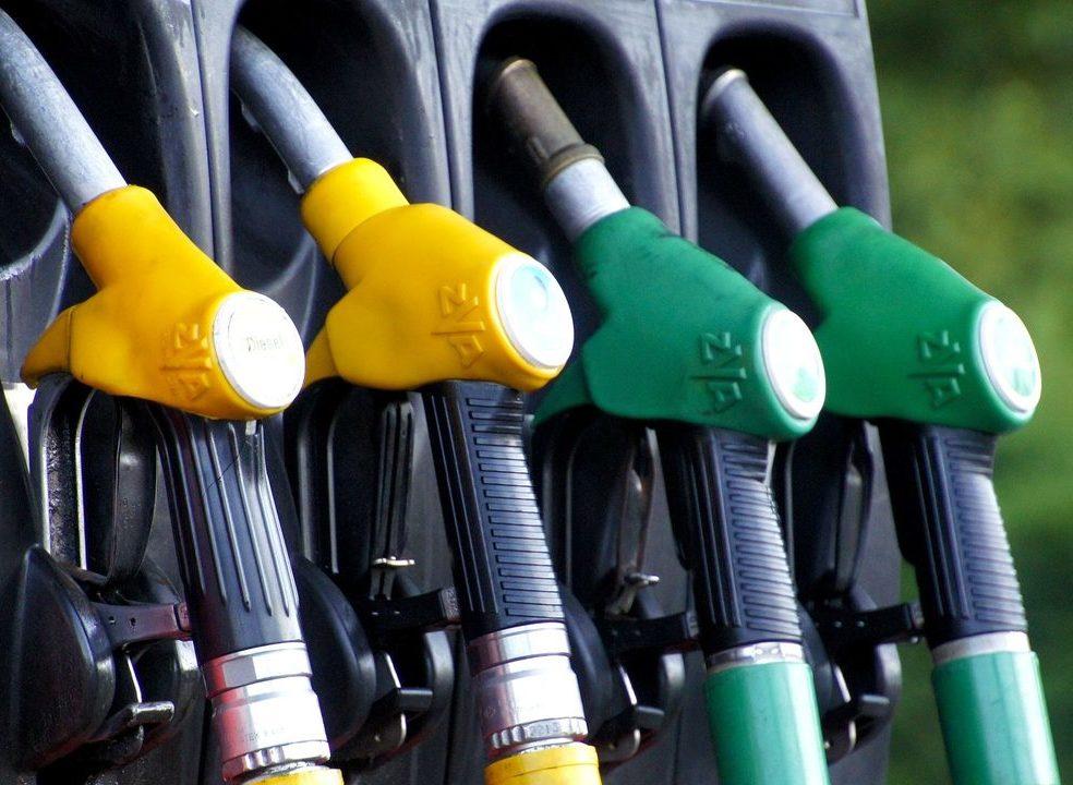 310 postos prioritários vão manter limite de 15 litros de combustível, diz Ministério do Ambiente