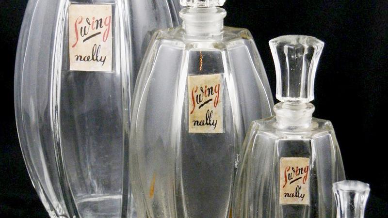 Exposição celebra a beleza do vidro dos frascos de perfume