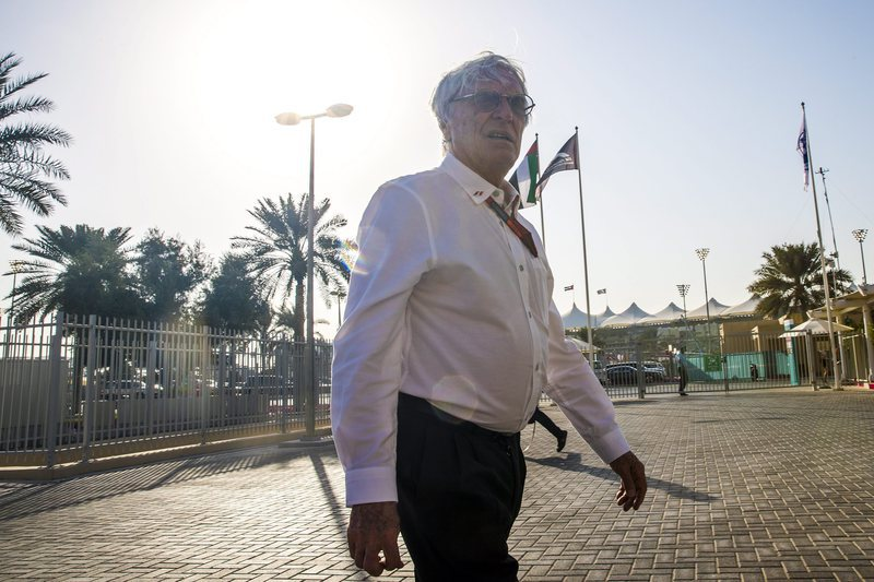Ecclestone anuncia ter sido afastado de funções