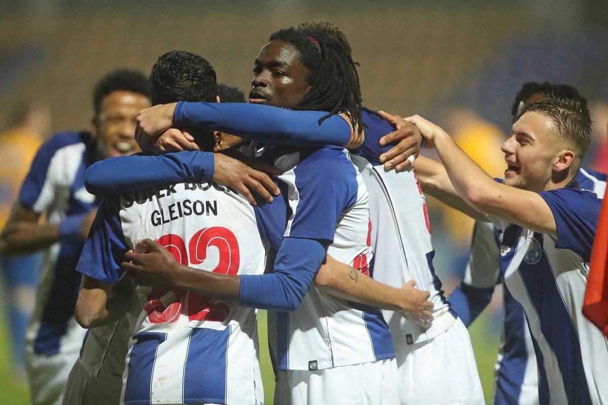 FC Porto B empata com Oliveirense, num jogo onde acabou com nove e com um médio a guarda-redes
