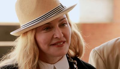 """""""Faz Gostoso"""": Madonna vai cantar com Anitta tema de Blaya, diz site"""