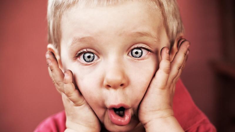 Num minuto de Internet: Sabia que o Facebook recebe mais de 243 mil fotos?