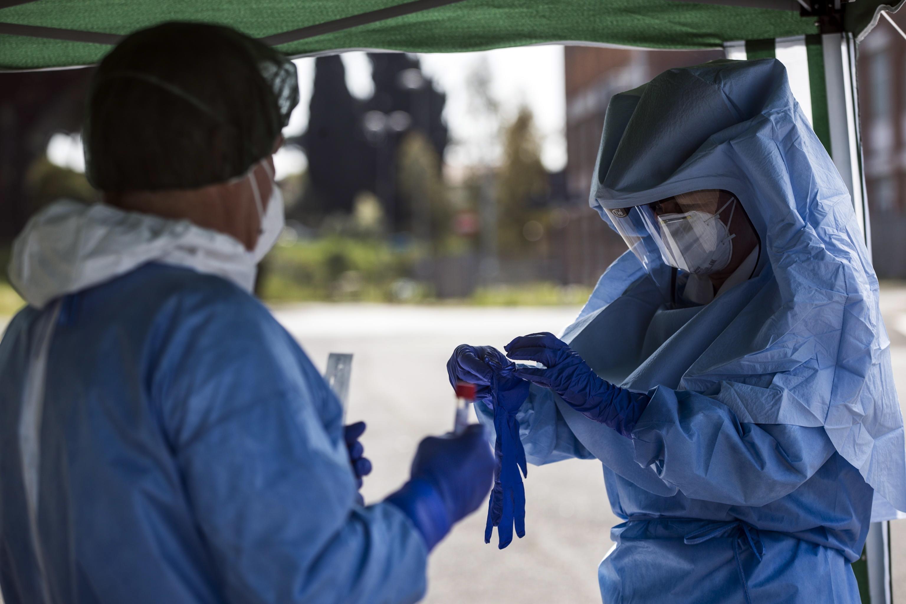 Médicos e enfermeiros da Roménia e Noruega reforçam meios em Itália