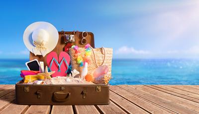 Vai de férias para a praia? Saiba o que levar na mala de viagem