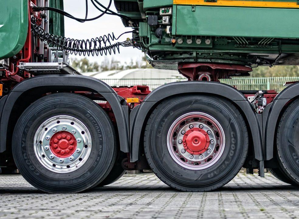 Greve: motoristas e patrões não se entendem, paralisação avança e conta com camionistas espanhóis