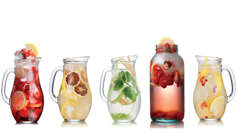 Como fazer águas aromatizadas deliciosas