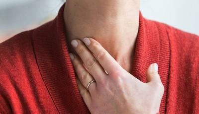 Cancro da tiroide: os tipos, as causas e os sintomas