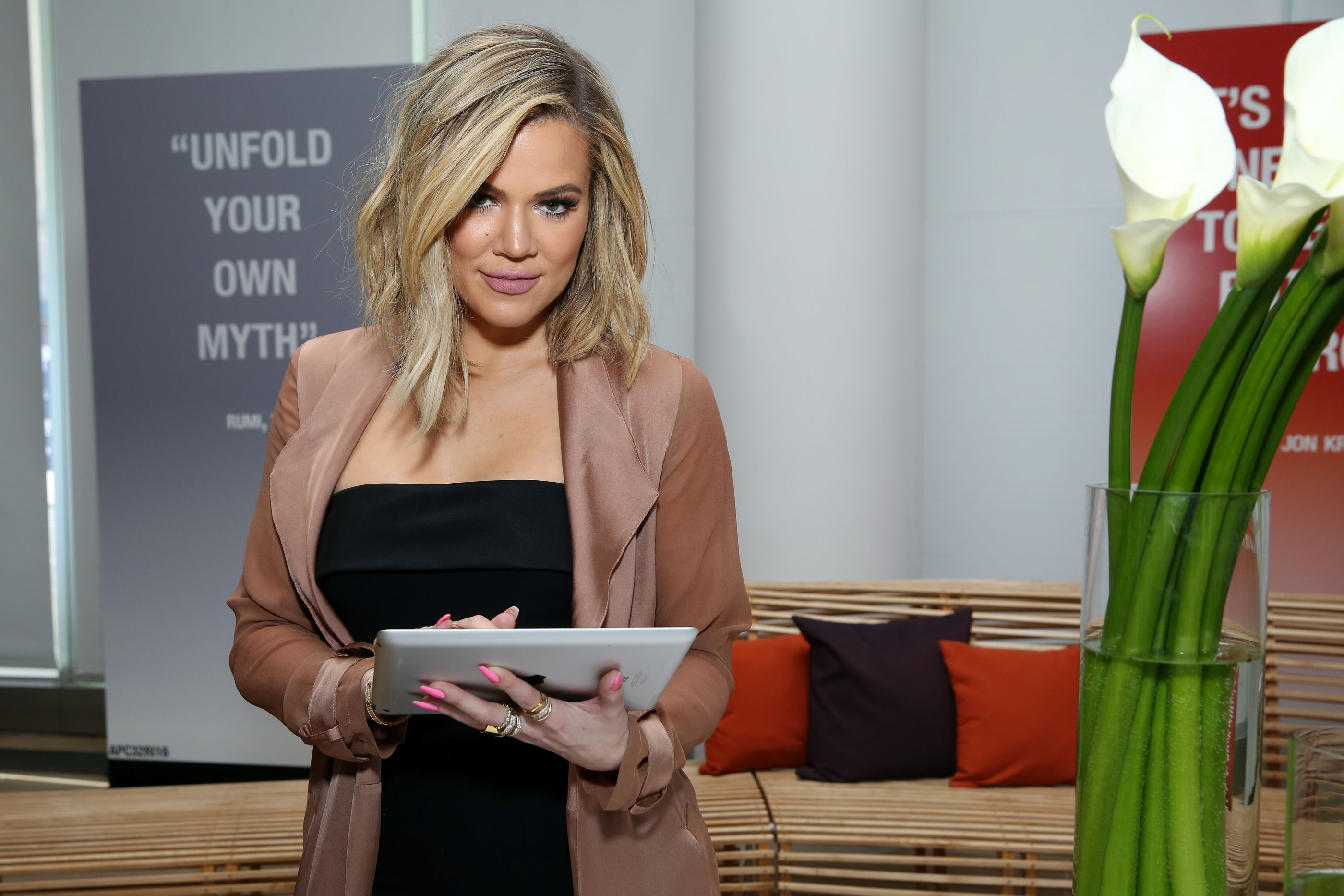 Khloé Kardashian deixa mensagem intrigante e deixa fãs com 'pulga atrás da orelha'