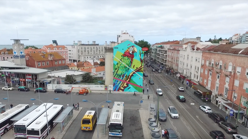 Mural em Lisboa com arara-vermelha alerta para a extinção da fauna brasileira