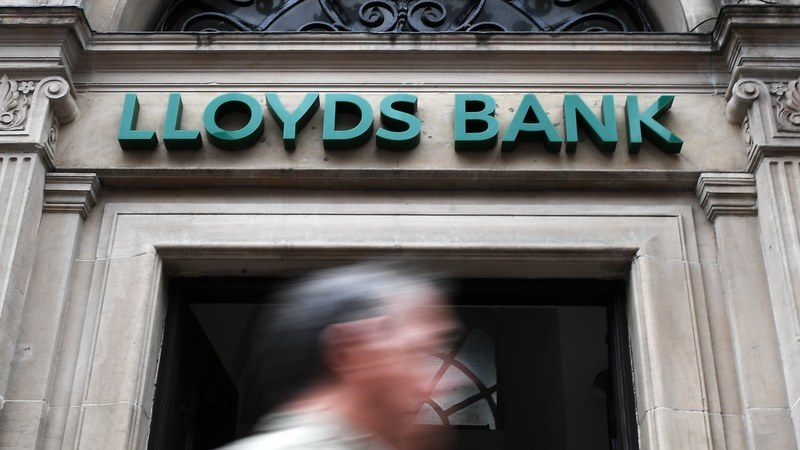 Lloyds corta 780 postos de trabalho no Reino Unido com encerramento de sucursais