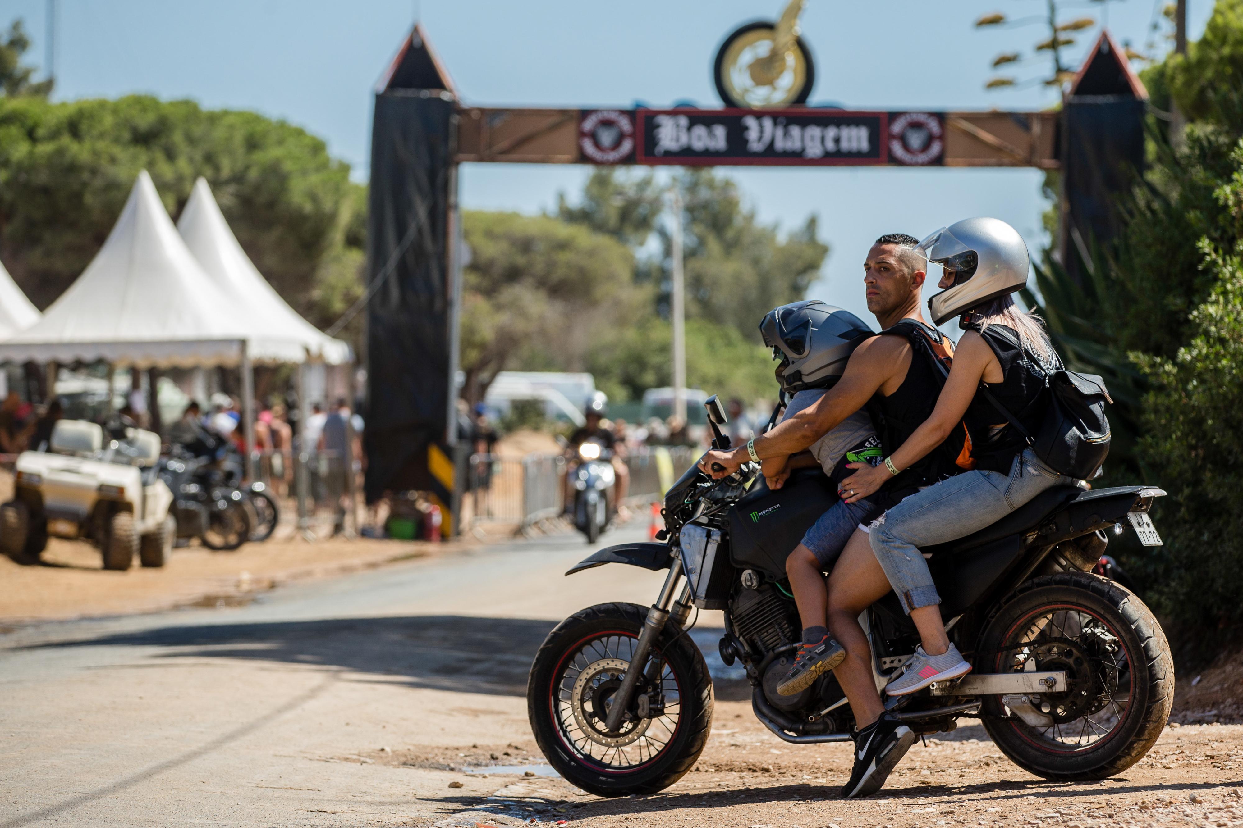 """Milhares de """"motards"""" despedem-se de Faro em tradicional desfile pela cidade. Veja as fotos"""