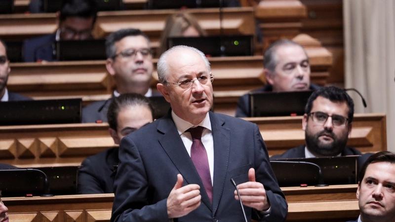 PSD junta-se à esquerda para limitar cobrança de comissões bancárias