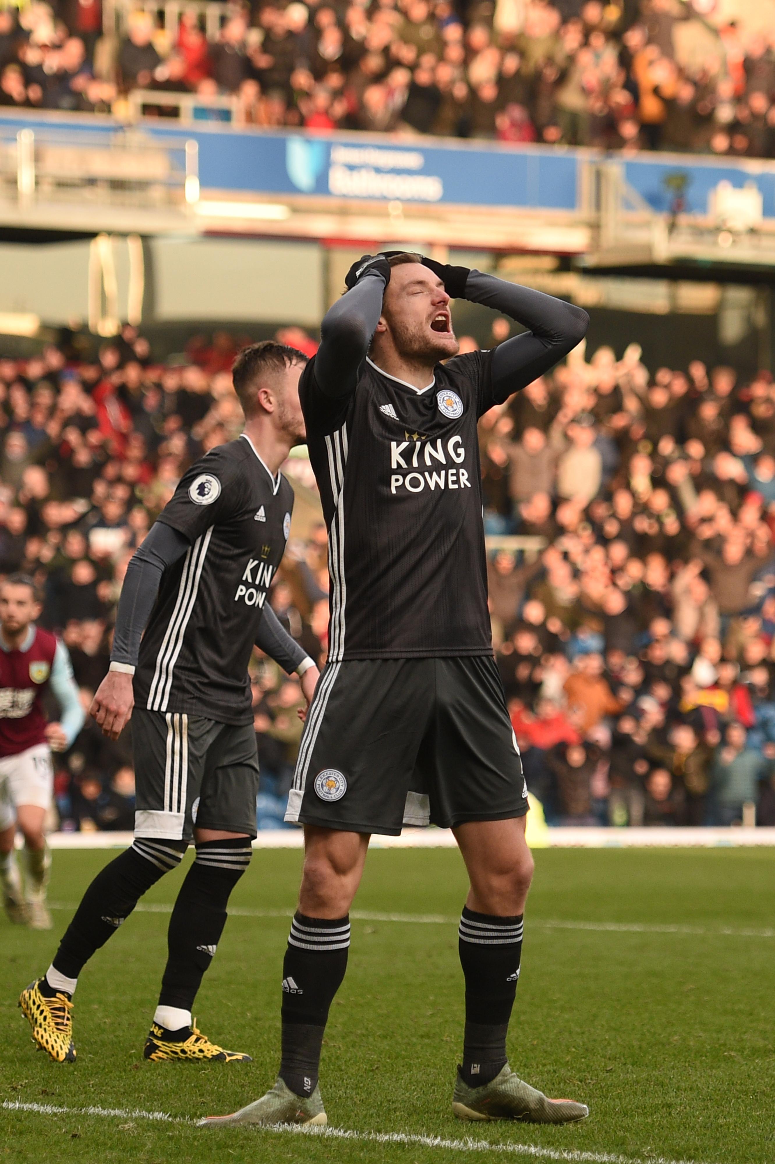 Premier League: Leicester permite reviravolta do Burnley e falha aproximação ao Manchester City