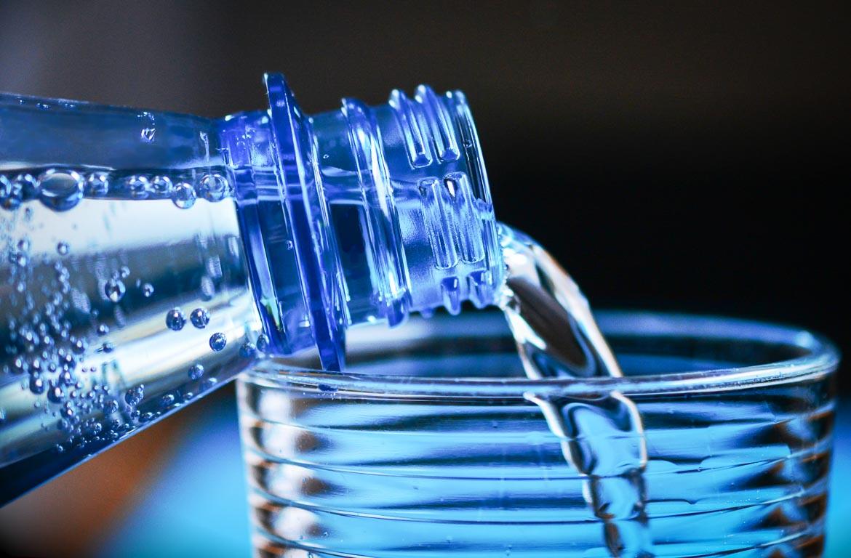 E se a água potável fosse grátis no aeroporto?