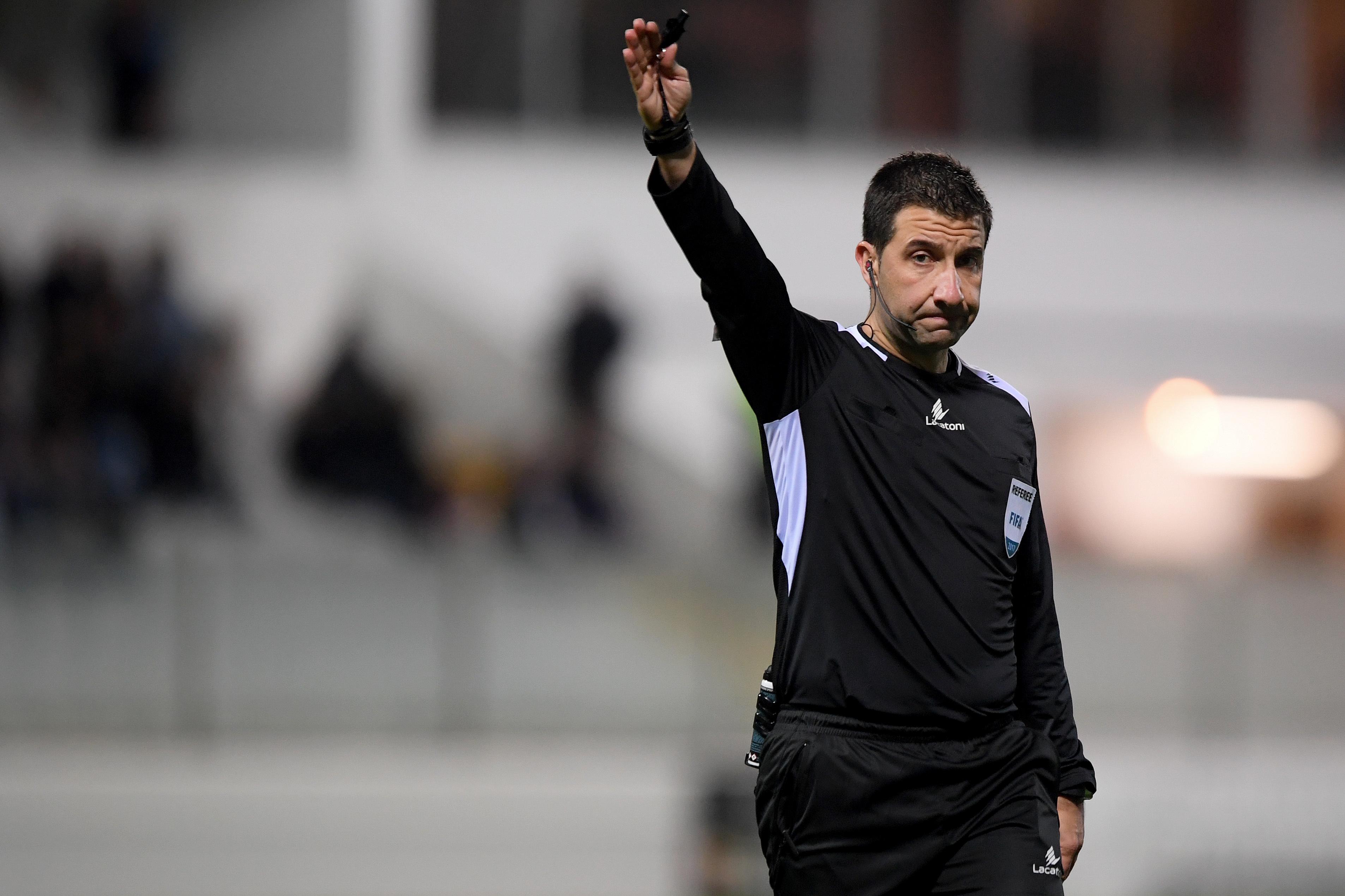 Hugo Miguel dirige Estoril -Benfica. Gonçalo Martins é o VAR