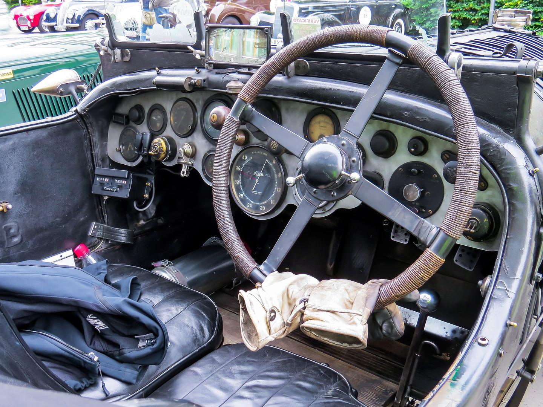 Rali de carros clássicos vem de Londres, passa pelo Caramulo e chega a Cascais