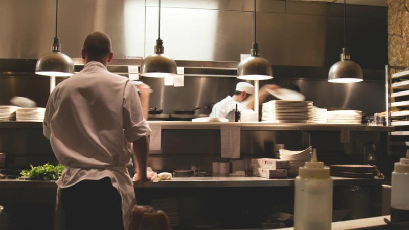 Hoje é o último dia para cafés e restaurantes reabrirem para terem direito ao layoff