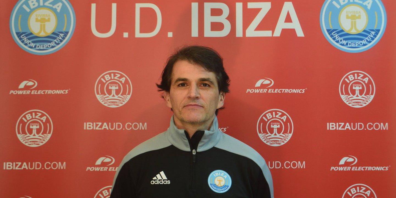 Porras. Ibiza perdeu a paciência com ele e despediu-o logo após a 1.ª jornada