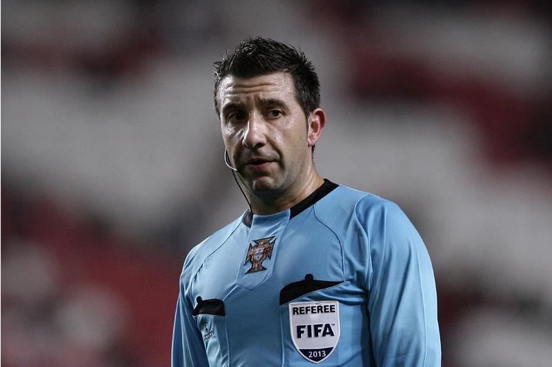 Hugo Miguel apita o Aves-Benfica