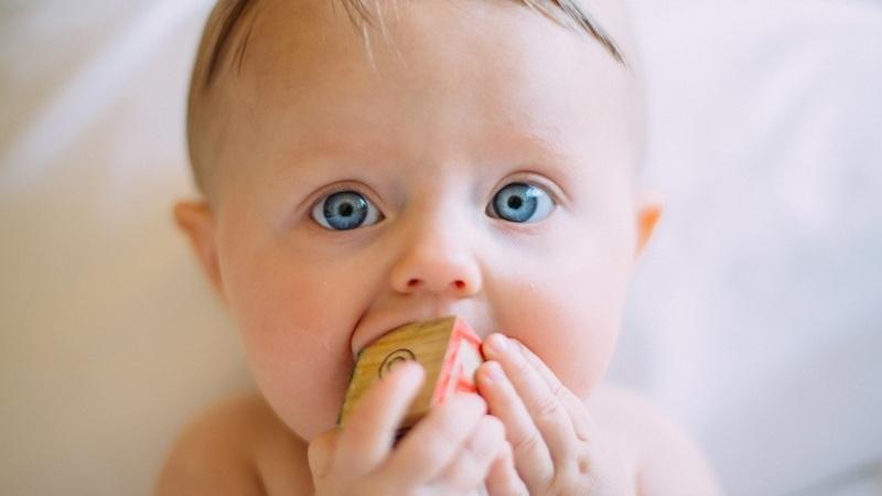 Dicas para tratar os primeiros dentes do seu bebé