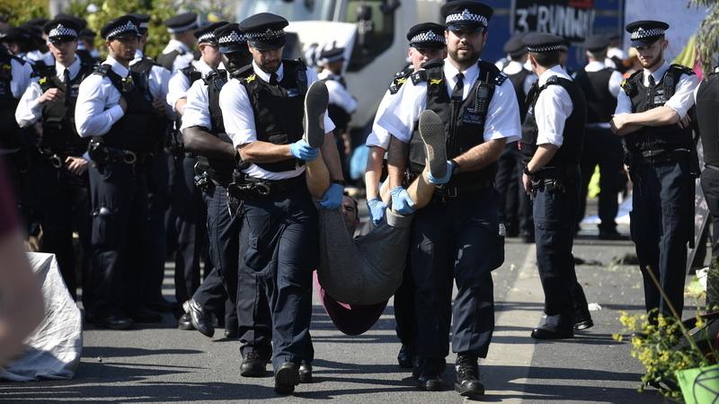 Mais de 700 detidos em manifestações pelo clima em Londres