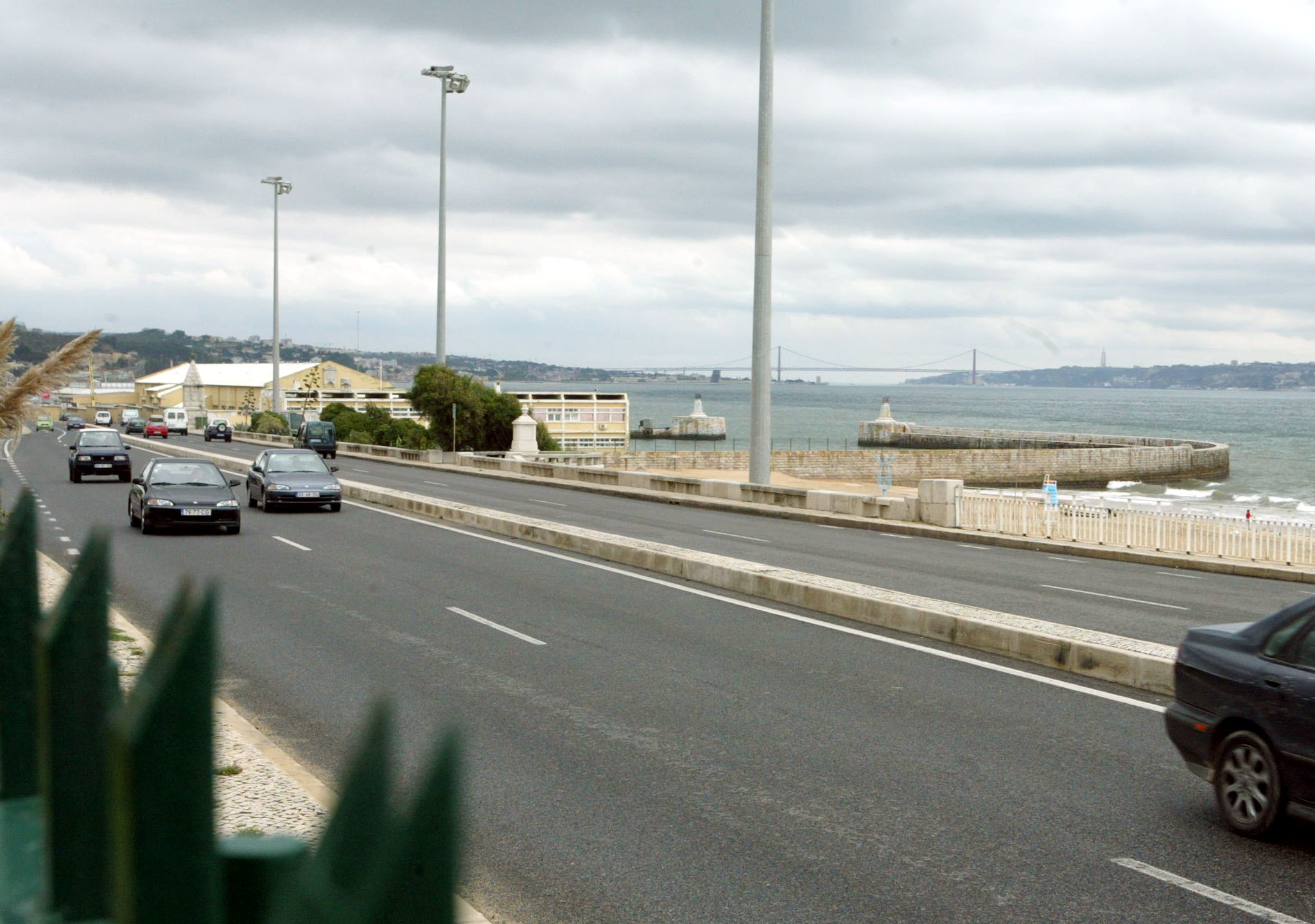 Um morto em acidente na Marginal de Cascais em direção a Lisboa