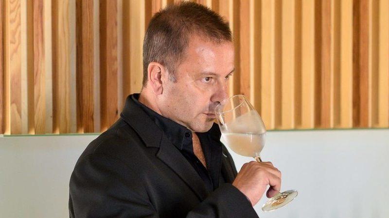 Water Sommelier: Não prova vinho, nem cervejas, este português prova água e foi reconhecido na Alemanha