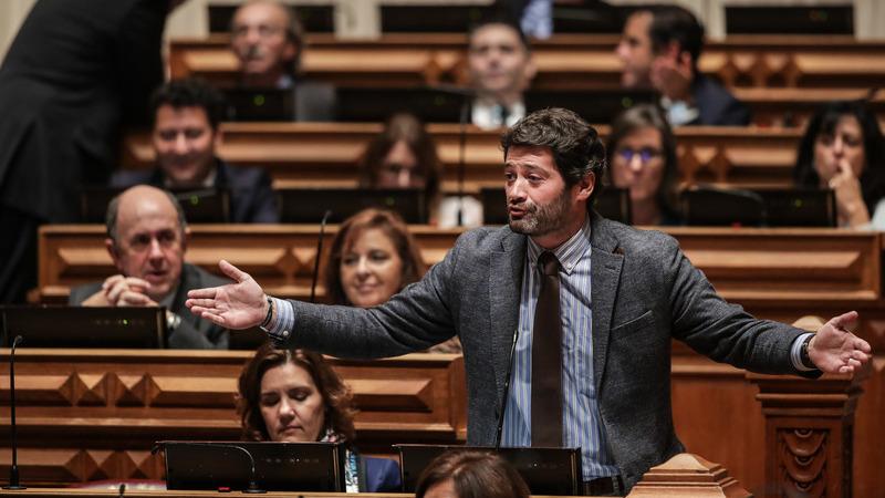 André Ventura insinuou que novas medidas do Governo sobre a Covid-19 podem retirar Armando Vara da cadeia. Será?