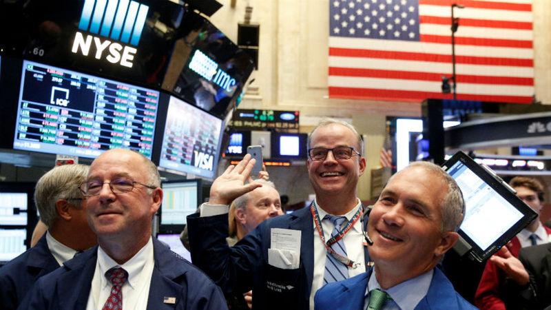 Wall Street em alta com olhos postos no discurso do presidente da Fed