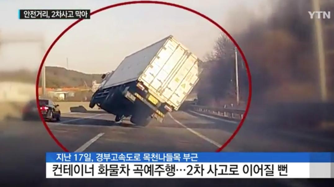 Camionista evita o pior depois de ficar com o camião em duas rodas