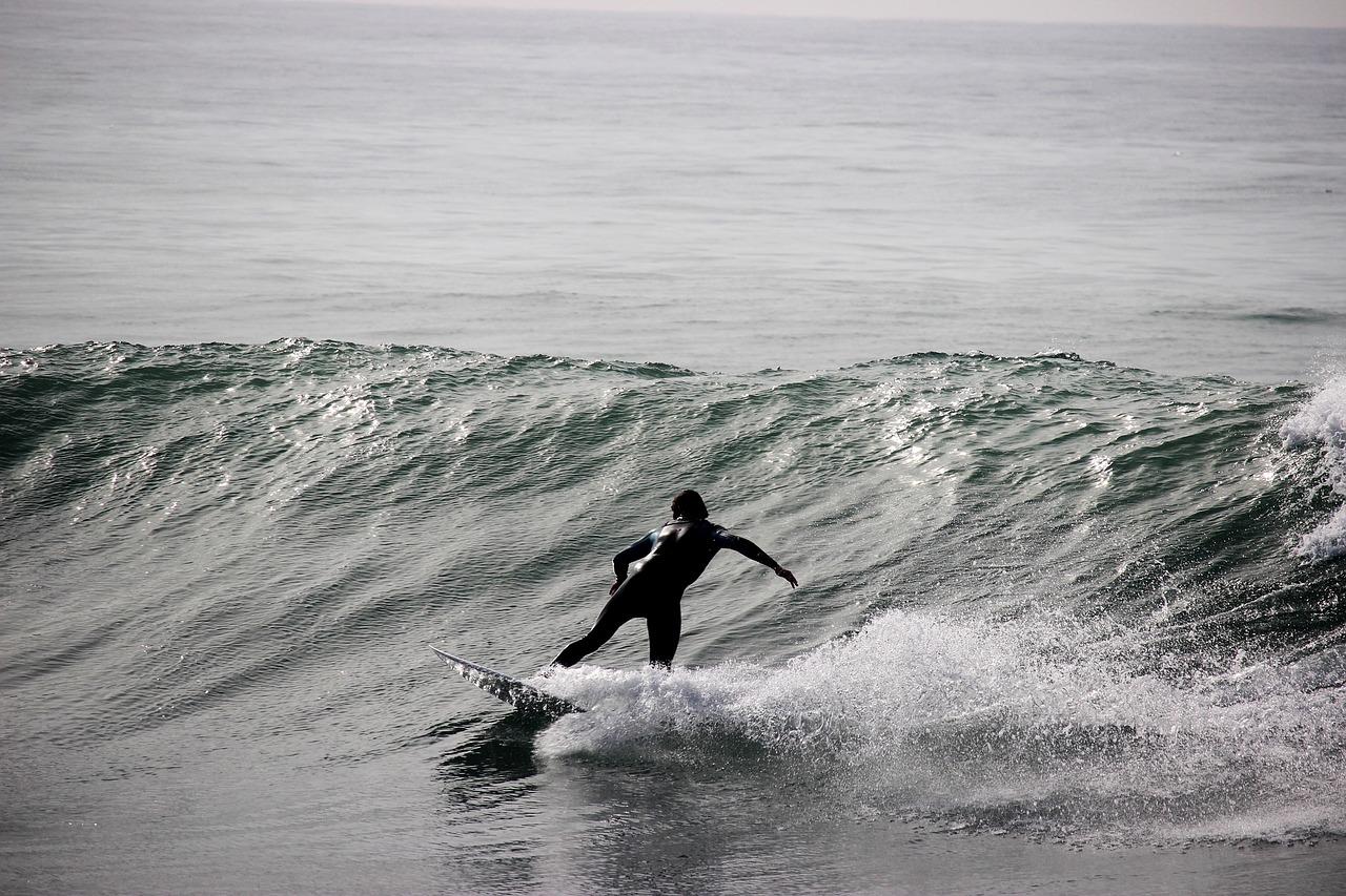 João Grilo tem 65 anos, ensina surf, bodyboard e vela na Nazaré, mas não está feliz com a sua profissão