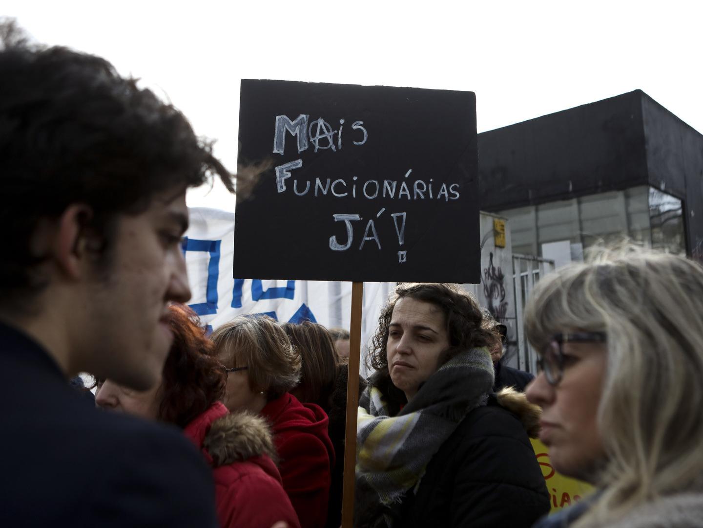 Não docentes da António Arroio pedem reforço de pessoal e revisão da política de rácios