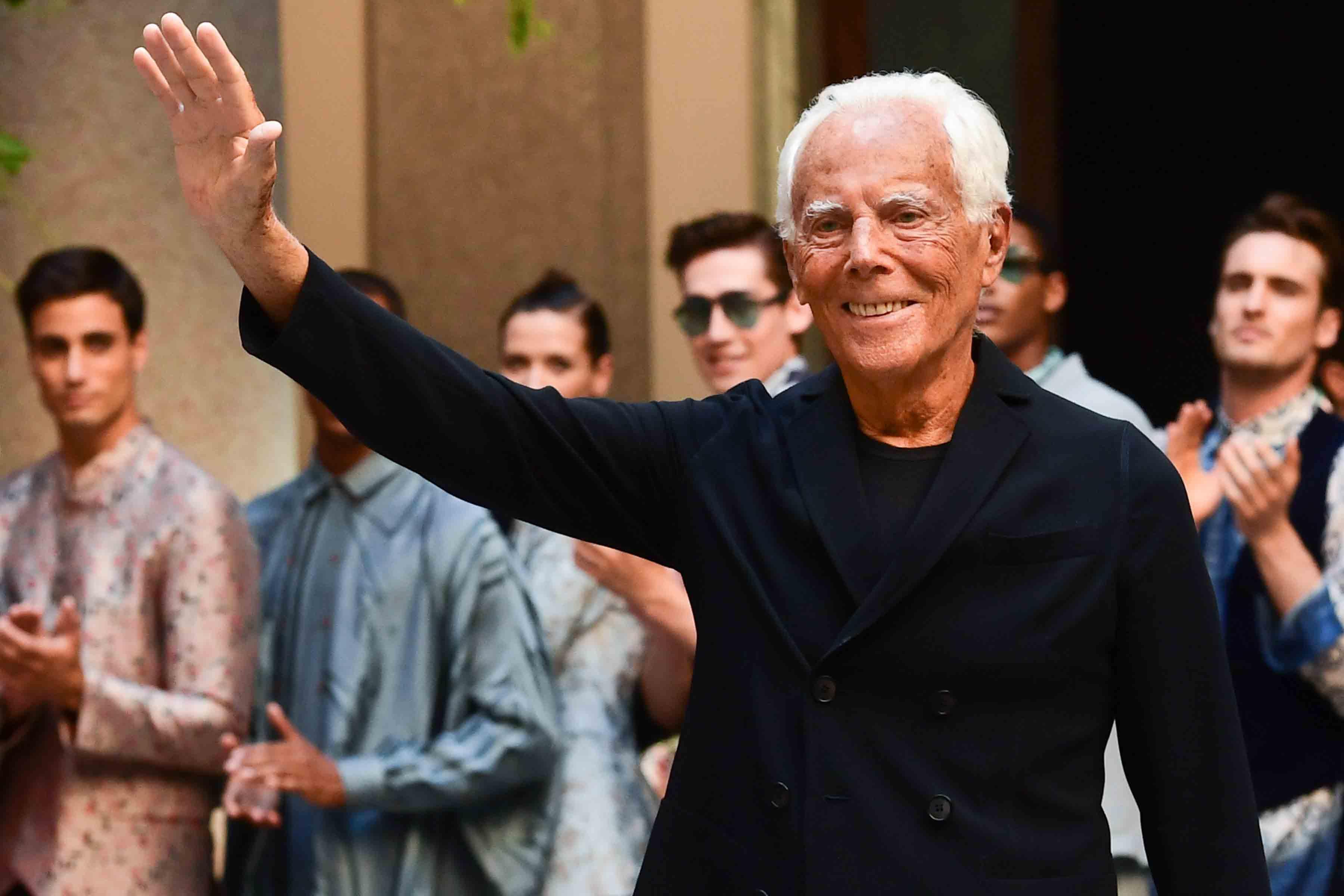 Armani é ovacionado no encerramento da Semana da Moda de Milão