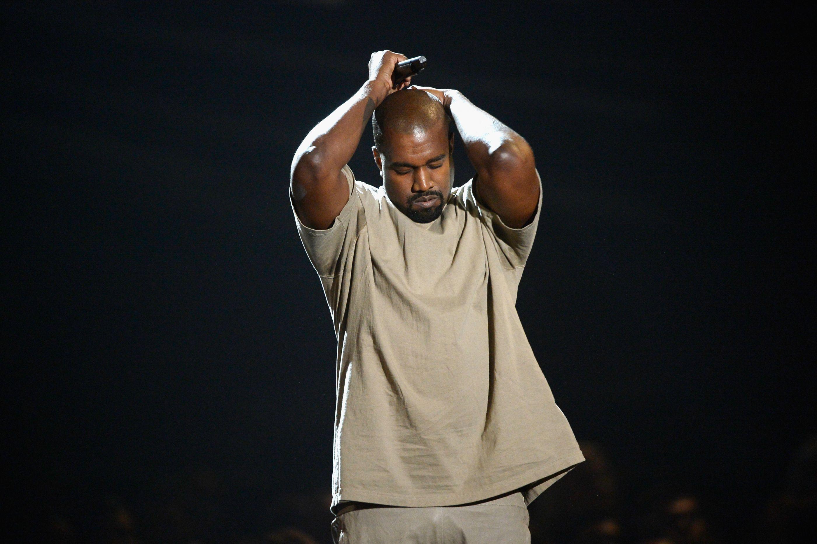"""Primo de Whitney Houston ataca Kanye West: """"É mesquinho. É asqueroso"""""""