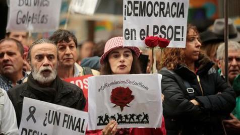 O aparatoso declínio do PSOE